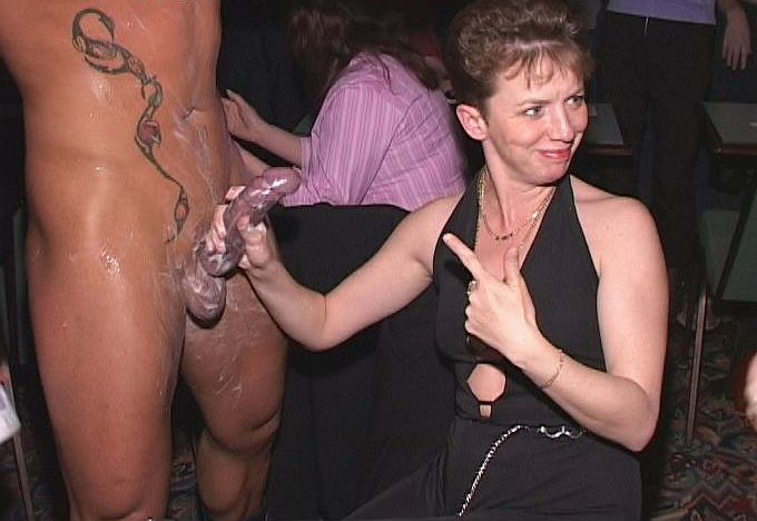 Drunk mature suck stripper video